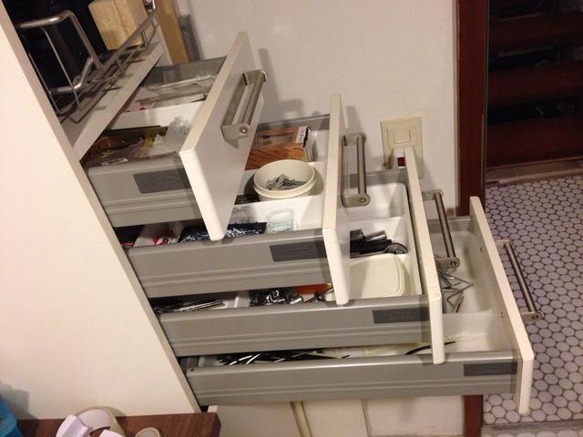 Los cajones son ideales para el almacenamiento de tornillos, clavos, soportes y herramientas.