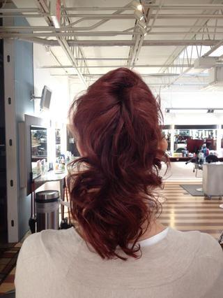 Gran estilo para cabello fino y delgado para dar la ilusión de más pelo de lo que realmente tiene, pero lo suficientemente fácil para cualquier persona con cualquier tipo de cabello para lograr.