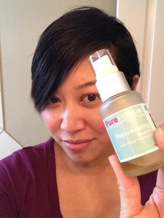 Piel cubierta de rocio necesita humedad, por lo que preparar la piel - Me gusta usar un aceite de la cara.