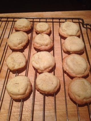 Enfriar los cookies. Mantendrá en un recipiente hermético durante una semana más o menos. Yo sólo se utiliza 1/3 de la masa de galletas. El resto está en la nevera, esperando para ser horneadas en el próximo mes.