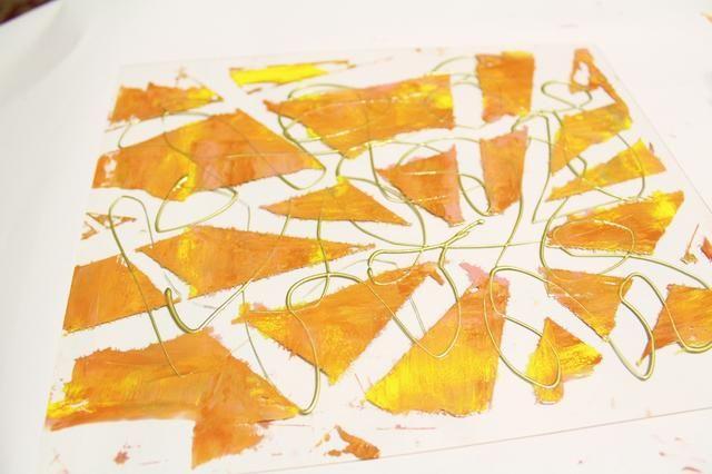 añadir remolinos de tinta de oro a la placa ...