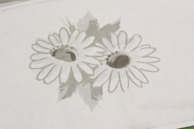 Hice una copia en blanco y negro de las flores-cambio de tamaño para que encajen en las tarjetas ...