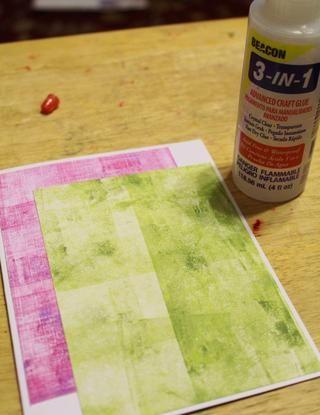 adherirse fondo rosado, entonces fondo verde al frente de la tarjeta en blanco ...