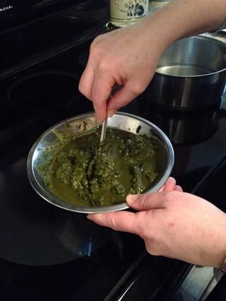 Mezclar en el agua hasta que tenga una consistencia suave masa de brownie. Pero tenga cuidado si's to thick it will be extremely difficult to apply.