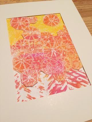 a continuación, añadir impresión hecha usando una toalla de papel al principio de collage. unas pocas sombrillas recortadas se añadieron en la parte superior de color amarillo.
