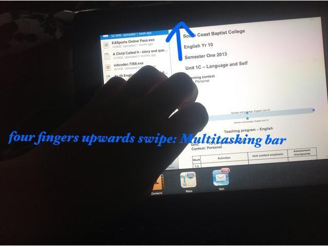 Para acceder a la barra de multitarea: deslizar hacia arriba con cuatro o cinco dedos