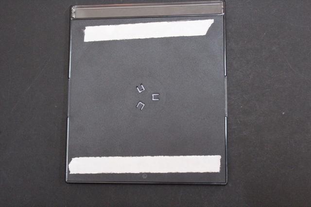 Usted puede utilizar cualquier tipo de cinta adhesive.Mounting, pegamento, cinta adhesiva de doble cara ... Estoy utilizando cinta de doble cara como los casos son ligeros.