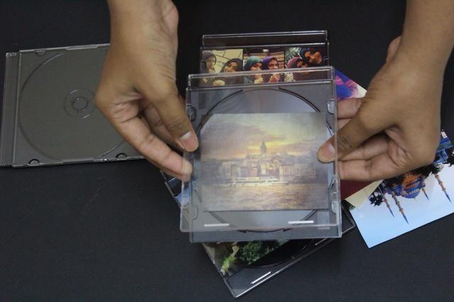 Coloque las fotografías dentro de la cola case.Use siempre que sea necesario.