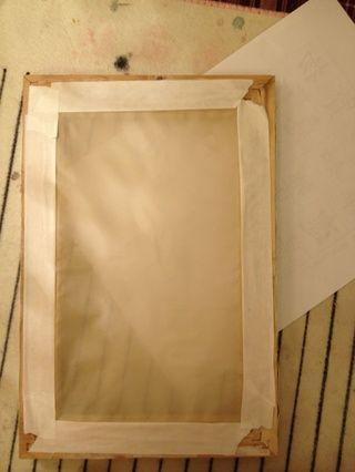 ❺put un papel blanco debajo de la seda (porque la seda es transparente.