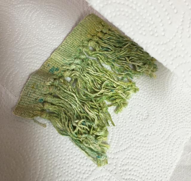 colocar flecos entre toallas limpias de papel y plancha se caliente fijados y tintas secas.