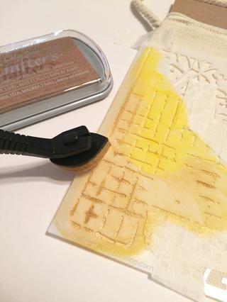añaden toques de arena del desierto de tinta para diseñar.
