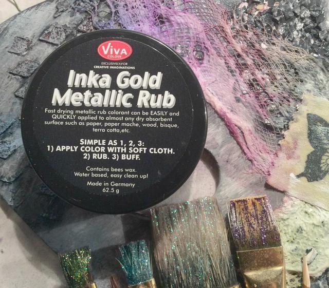 Usando Inka Oro, aplique al azar a punto álgido de sus artículos en el lienzo de toques de oro bonitas.