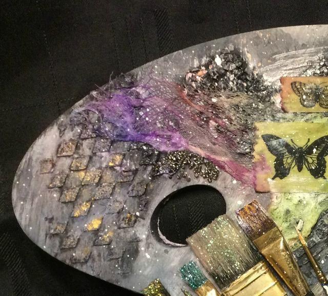 El Inka Oro sólo añade ese extra poco de brillo. Puede agregar esto a las asas de pincel de pintura, la nada marco.