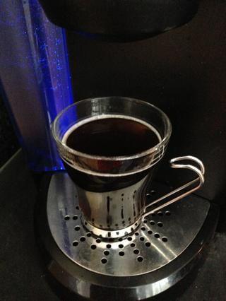 ¡Hecho! Disfrute de café recién hecho!