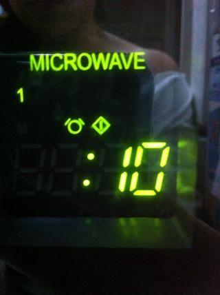 Hit las rayas de cera plegada. Dependerá de su horno de microondas. Yo hitted mina durante 5 segundos, hasta que tempratured caliente.