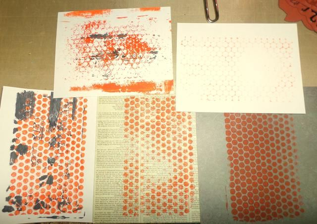 Pisé varias veces en diferentes documentos con y sin la punchinella en la parte superior. Tengo 5 imágenes estampadas de la cantidad original de la pintura en la Placa Gelli.