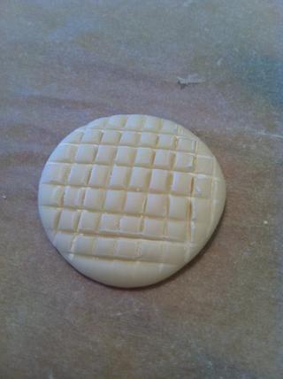 Hacer un diseño, cualquier diseño. Si metes la pata simplemente empezar de nuevo, siempre y cuando usted no't add too much corn flour it's very forgiving.