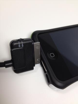 Debe conectar el extremo opuesto al puerto de carga de su iPhone, iPad o iPod Touch.