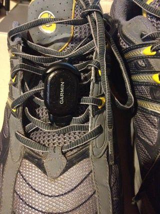 Conecte el sensor de zancada a tus zapatos