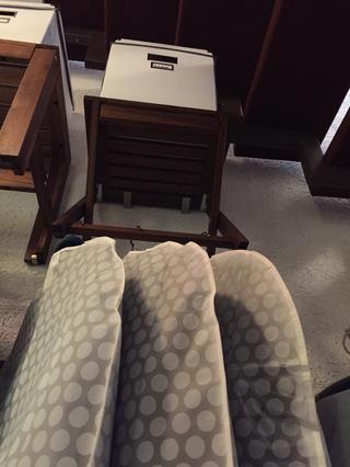 Un buen lugar para esto es un rincón sin usar debajo de las escaleras, pero la suciedad vendrá desde arriba. Sobre todo en un lugar como éste que usted necesita para proteger su ropa con ropa bolsas.