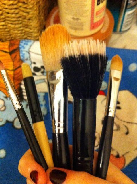 Cómo lavar pinceles de maquillaje