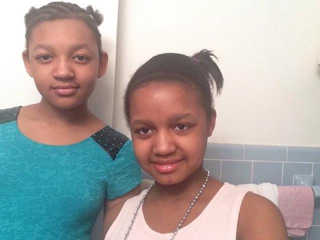 * Selfie con mi hermana, con mi solución problema palo selfie fix *