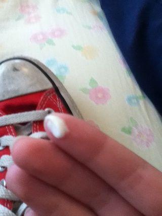 Sólo hay que poner una pequeña cantidad de pasta de dientes en los dedos