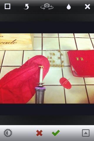Utilice su guante resistente manopla o el calor del horno para cambiar las letras. Ponga letras calientes en una bandeja de vidrio o metal, mientras no esté en uso por lo que don't burn surfaces.