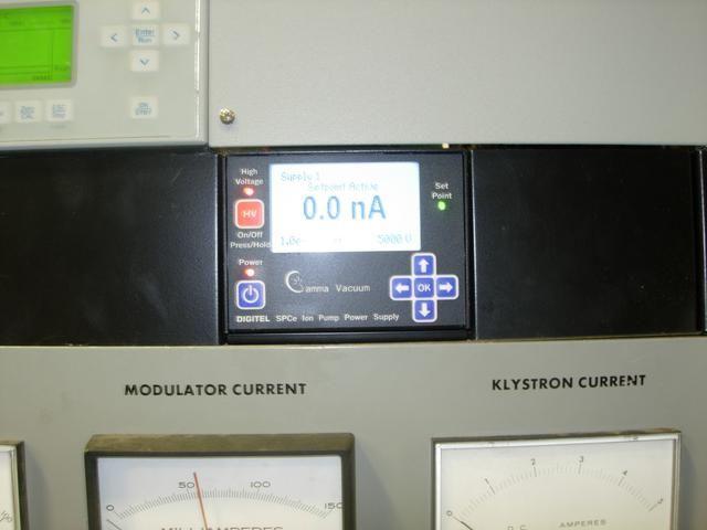 Si la corriente de iones aspiradora está aumentando rápidamente, baje el HV