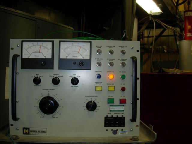 CONTROL DEL PANEL FRONTAL Aumentar la alta tensión a un máximo de 110 kV aunque toma nota de la aspiradora de iones corriente de iones actual y aspiradora por debajo de 1 mA como guía. No exceda de 300 vatios de potencia.