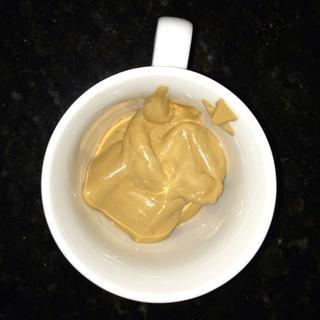 Ponga 2 cucharadas en una taza (cantidad variará al gusto) ...