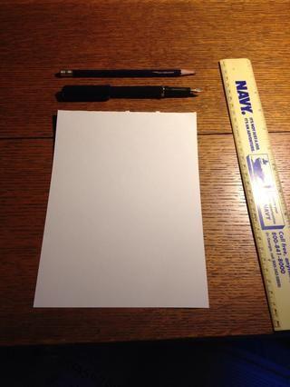 Configurar una superficie limpia y plana para trabajar. Selección de papel es un papel más grueso teclado es mejor, ya que las letras no van a sangrar o correr.