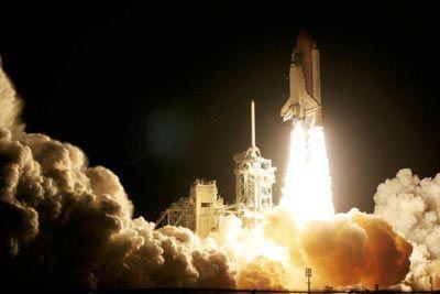 Cuando este servicio de transporte se abre paso en órbita, que viajará a cerca de 17.000 millas por hora.