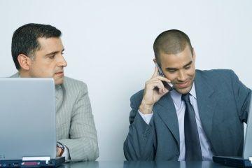 Fotografía - Es de mala educación dejar el timbre del teléfono celular en la oficina?