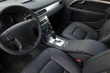 La mayoría de la gente parece disfrutar del olor de un automóvil nuevo. Pero, ¿es posible que el fresco-off-the-distribuidor's-lot odor could also make you sick?