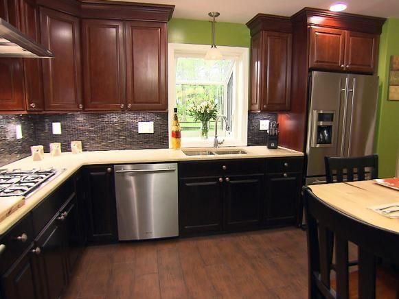 Cocina completa con muebles y electrodomésticos Oscuros