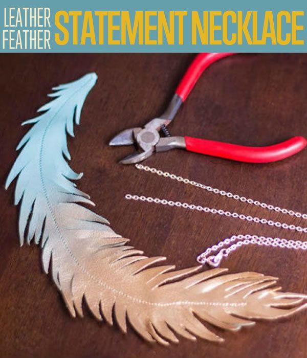 Fotografía - Cuero-pluma metálica Collar llamativo
