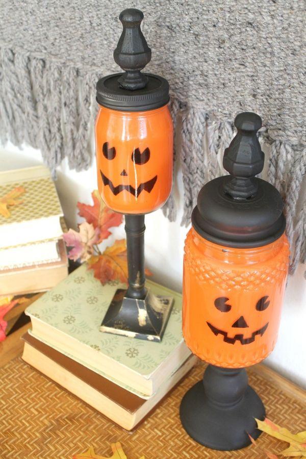 terminados albañil frascos de dulces tarro de calabaza, ver más a http://artesaniasdebricolaje.ru/mason-jar-crafts-pumpkin-candy-jars