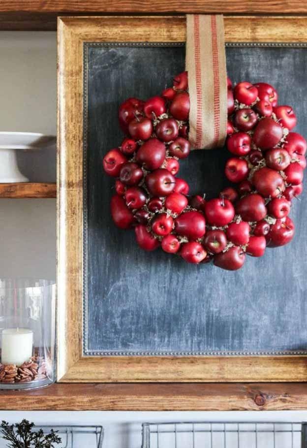 Caída corona hecha con las manzanas   Encuesta: ¿Qué es lo que más entusiasma a esta acción de gracias, tome la votación en http://artesaniasdebricolaje.ru/poll-what-are-you-most-excited-about-this-thanksgiving