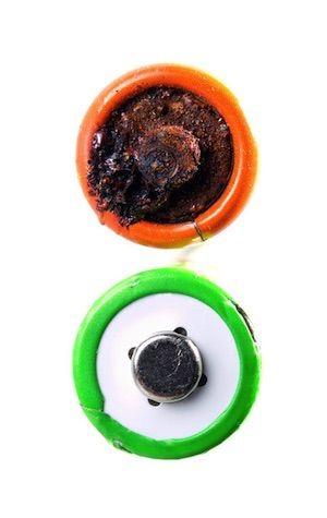 Cómo limpiar la corrosión de la batería - Tops