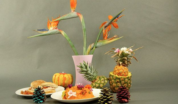 Acción de Gracias Tropical Tablescape | Cómo tener una acción de gracias Tropical, échale un vistazo a http://artesaniasdebricolaje.ru/say-aloha-to-a-tropical-thanksgiving-dinner-video
