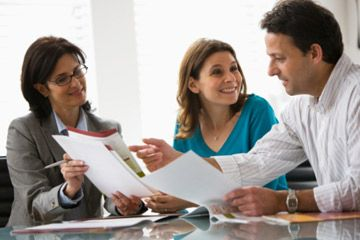 Reunión de los pares con el asesor financiero