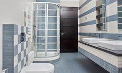 La puerta de la ducha es una de las tareas de limpieza más difíciles en la lista.