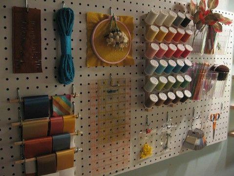 Tienda Crafting Suministros en un sobre Pegboard - Top 58 más creativos Home-La organización de ideas y proyectos de bricolaje