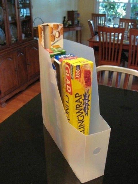 Utilice un revistero de guardar Saran Wrap, papel de aluminio, etc. - Top 58 La mayoría de las Ideas creativas de Home-Organización y Proyectos de bricolaje