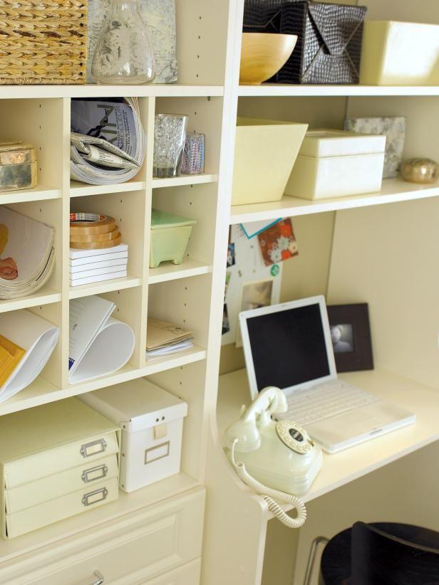 Fotografía - El desorden de su oficina en casa