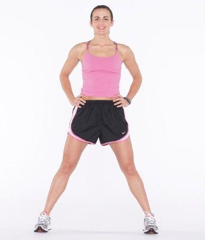 Asumir la posición inicial como se muestra, las rodillas ligeramente flexionadas con las manos en las caderas.