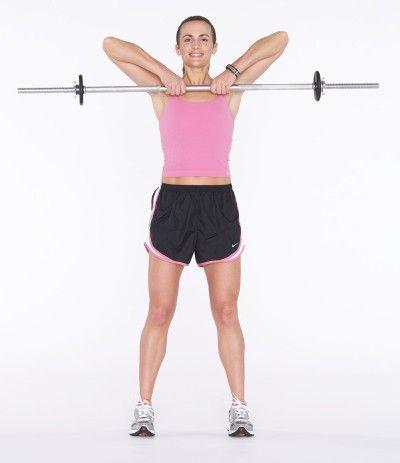 Tire barbell hacia la barbilla, terminando en su clavícula por flexión en los codos.