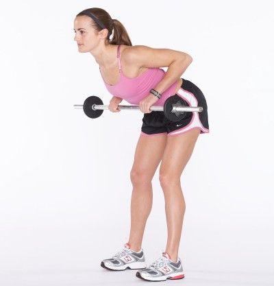 Omóplatos se aprietan para contraer los músculos de la espalda.