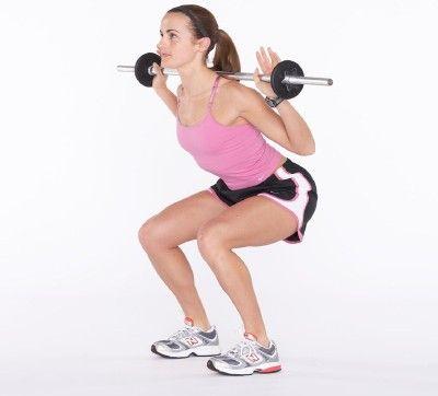 Mantener su peso en tus talones, doblar las rodillas como si se sentara en una silla.